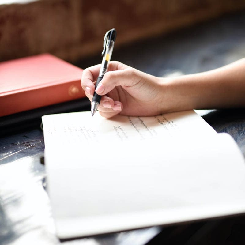 Writing Meditation: 4 Benefits and 3 Ways to Do It